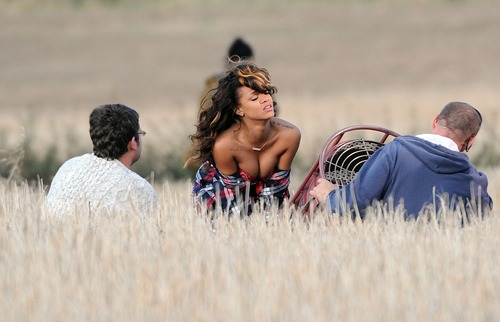Rihanna - filming a music video in Ireland (4)