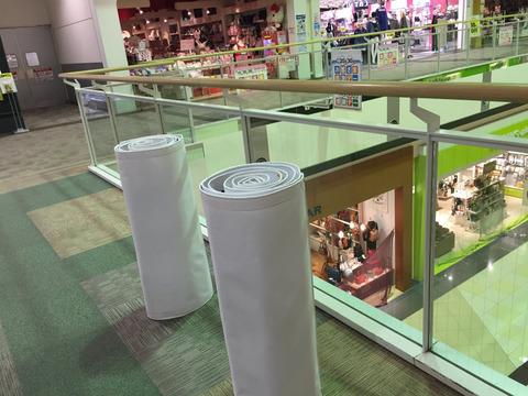 ショッピングモール内へ横断幕の設置
