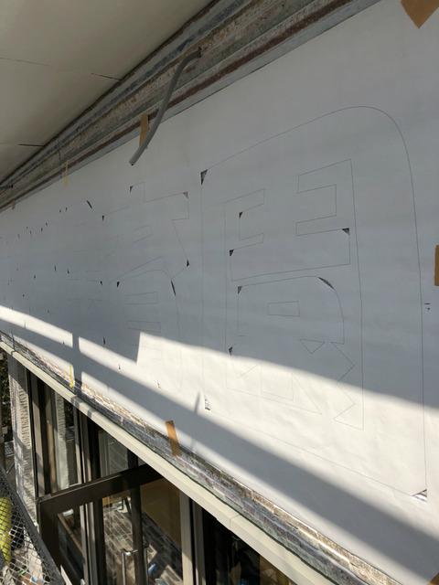 小倉の保育園の壁面へ立体文字の施工