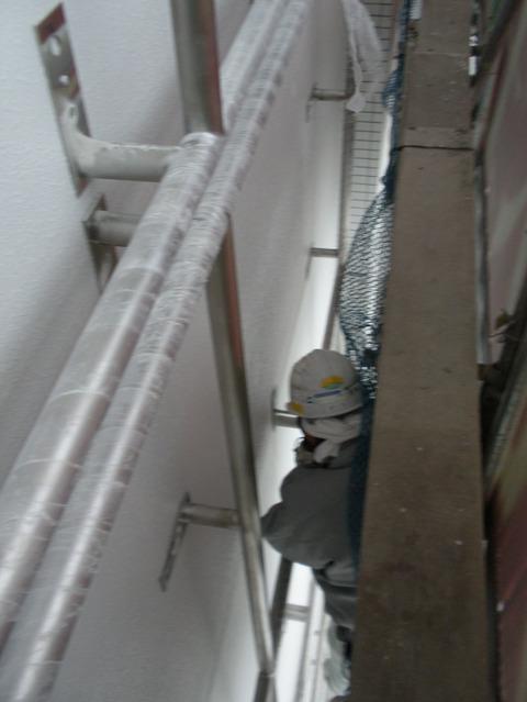 壁面テントサインの施工 枠パイプの設置編