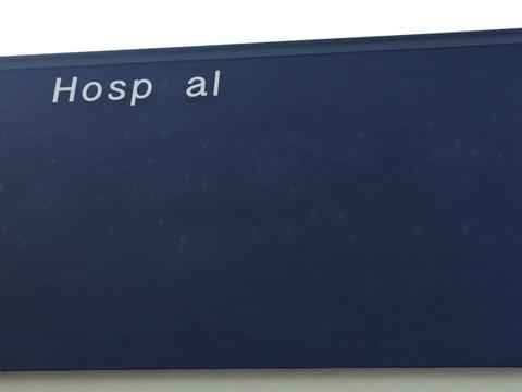 屋外壁面へのチャンネル文字の設置