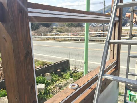 木製自立看板へのパネル貼り施工