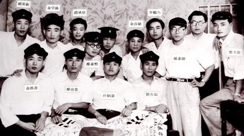 在日義勇軍出征前・前列左3朴炳憲元民団中央団長
