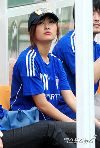 KARAニコル統一協会のサッカー試合マネージャー