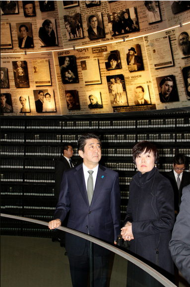 安倍首相ヤドバシェム訪問
