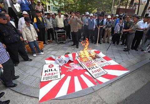 韓国日本大使館前デモ