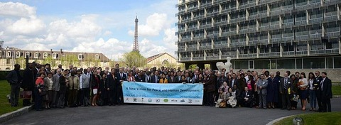 Unification_Church_members_at_Unesco_Headquarters
