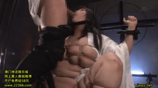 身動き出来ない小向美奈子に強制イラマチオ