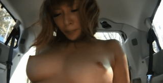 明日花キララ 狭い車内でもプルンプルン揺れる美巨乳がエロい美女とガン突きカーセックス