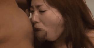【無料エロ動画】どちらかといえば痴女系のイメージが強いかすみ果穂さんが牢屋みたいな所でスポブラでトレーニング中にイラマレイプされちゃう