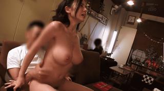 吉川あいみ 人前での野外SEXに恥ずかしいけど興奮する変態露出巨乳美女