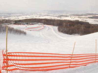 雪の村13山の上