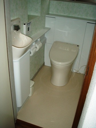 戸建住宅 お年寄りに優しい節水型のトイレ にリフォーム