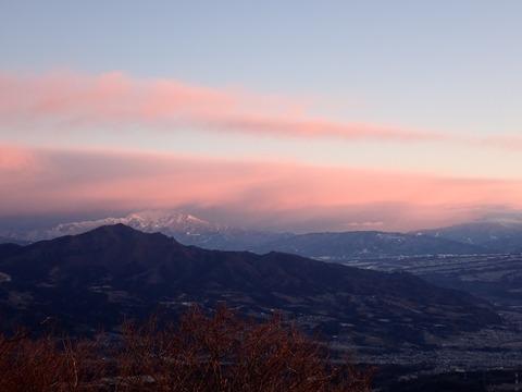 106 寒波の雲に朝日当たる