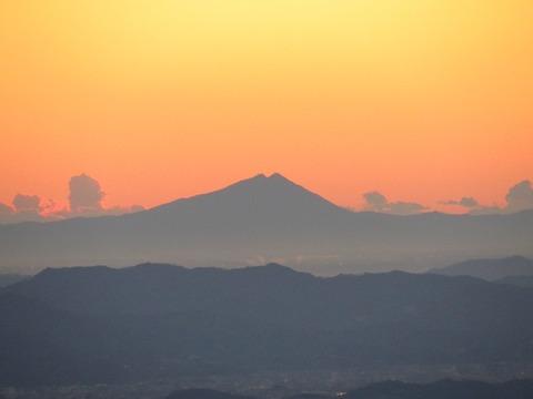 102 日の出直前の筑波山