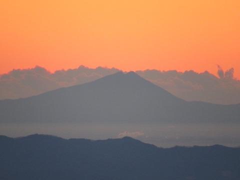 104 十二様から朝焼けの筑波山