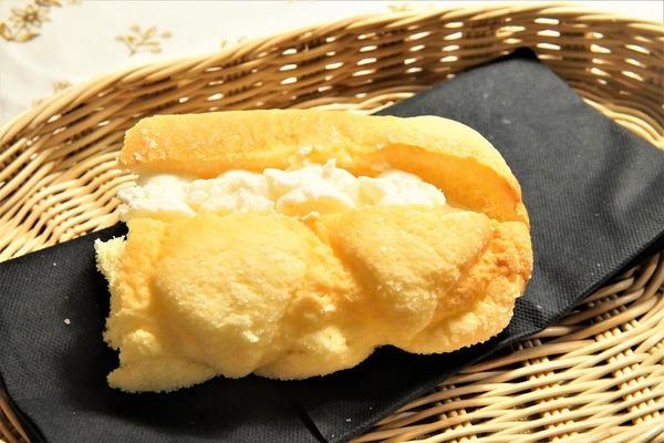 ファミマメロンパン1