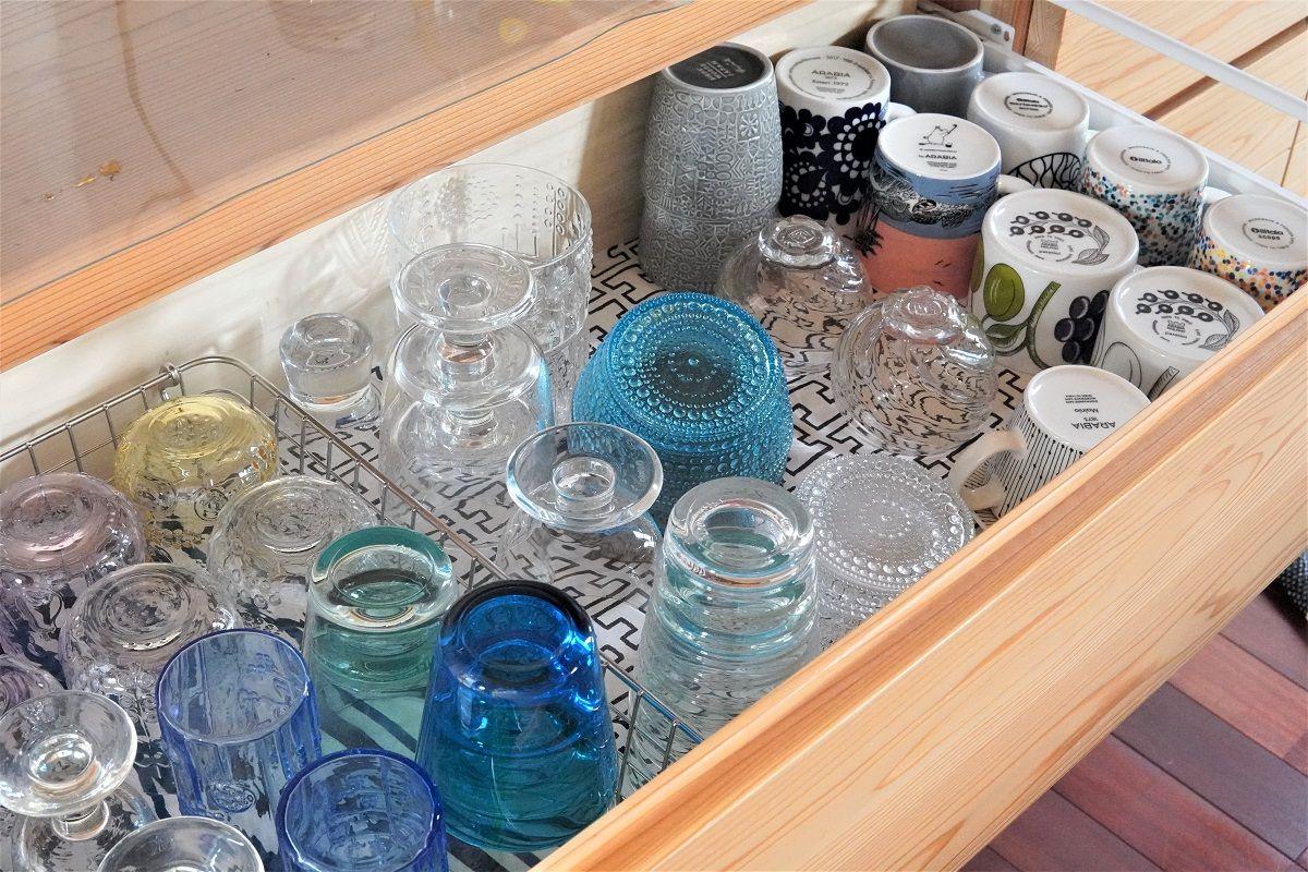 食器棚整理仕切り前1