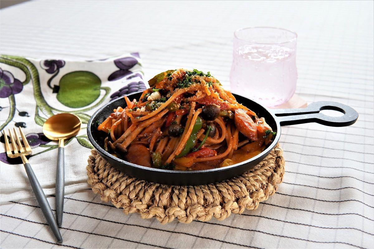 ビスク鍋の素アレンジ鉄板ナポリタン