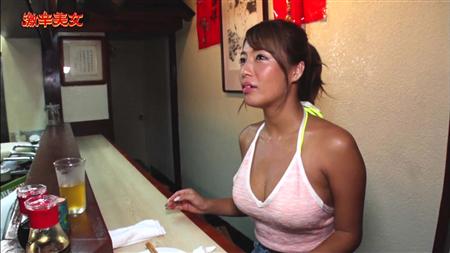 【画像】巨乳の癖にTシャツ着てパッツンパッツンにしてる女wwwwwwwww