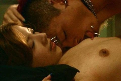 吉高由里子って乳首晒したとは思えない程可愛いよな?
