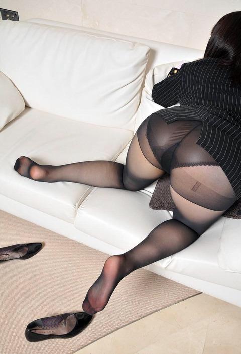 黒タイツOLのエロさは異常wwwwwwwwwwwwwwwwwwwwwwww