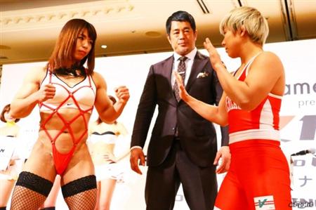 【画像】女子格闘家の中井りんちゃんが変態仮面みたいな衣装で計量に登場 エロい