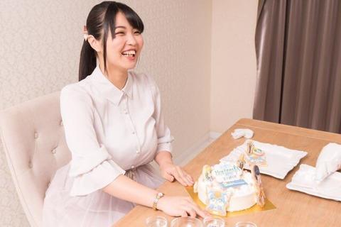 【画像】声優の大坪由佳さん、乳房が声優の範疇を超える