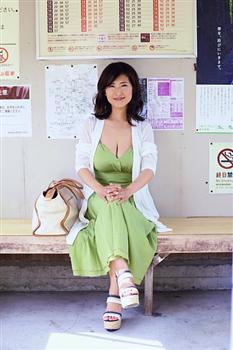 【グラビア】古瀬絵理・38歳の艶白書 駅のホームにスイカップ