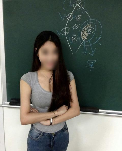 台湾の美人講師が話題に! 巨乳で長い黒髪 笑顔も可愛くミニスカはくとか最強過ぎ