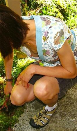 乳首が見えてる女の子wwwwwwwwwwwwww