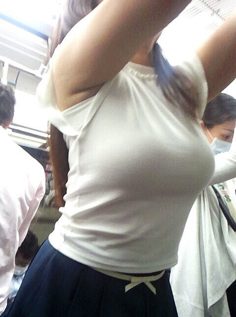 【画像】ガチでおっぱいがめちゃくちゃでかい女にありがちなこと