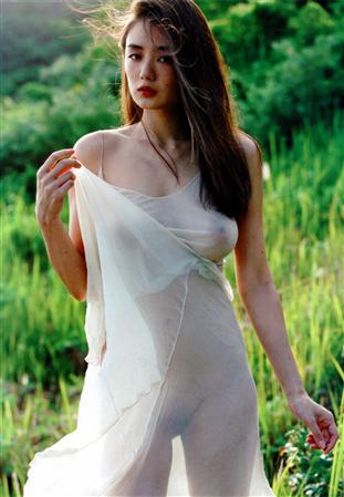 片山萌美とかいうスケベ女が乳首とオケケ晒してる