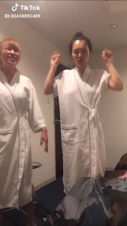 【画像】JKさん、乳首が写った写真をインスタにアップしてしまう