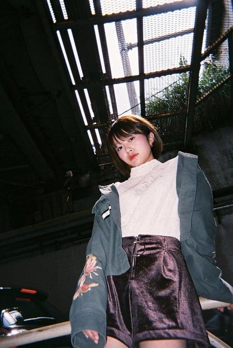 【画像】ミス青学候補の荒谷柚風さん、ローアングルから撮ってもらった写真を投稿 パンツ見えそう
