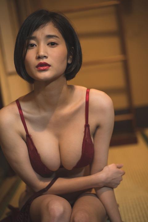 """【レポーター】B88cm「巨乳すぎるレポーター」出口亜梨沙の""""和エロス""""炸裂"""