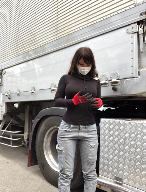 【画像】巨乳トラックドライバーさん、エッチすぎる