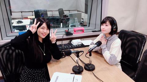 【画像】声優・大坪由佳さんのお胸、机に乗りそう