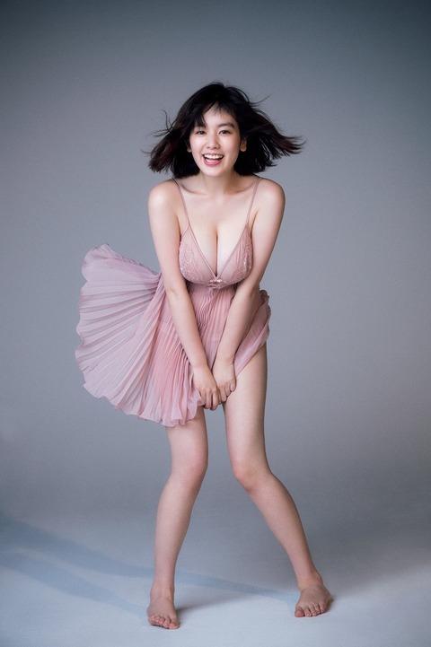 【モデル】筧美和子、SEXY赤ランジェリーで豊満バストあらわ「こんなグラビア見たことない」