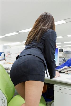 """オフィスで女性が""""恥ずかしいと感じる""""シチュエーション「名刺交換時や、お茶を出すときに…」"""