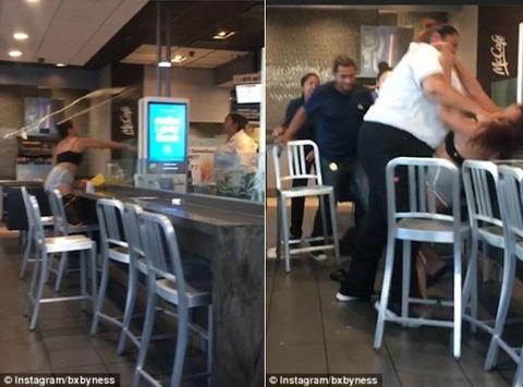 マクドナルドで店員と女性客が大乱闘 体格の良い店員が女性客をボコボコ 挙げ句服を剥ぎ取られ胸露出