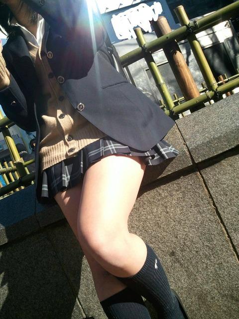 【画像】脂の乗った女子高生のムチプリ太ももwwwwwwwwwwwwwwwwwwww