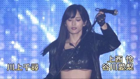 【朗報】山本彩さん、ライブで下乳を見せる