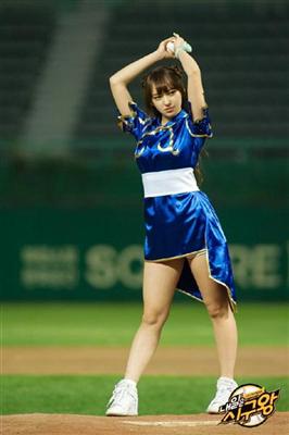 【コスプレ】激萌え…春麗コスでノーバン、180°開脚、側宙も 韓国の始球式番組で優勝した美少女は誰だ? (産経ニュース)