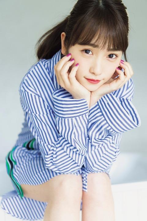 【女優】元AKB48川栄李奈、「マガジン」グラビア登場 あどけなさ残る表情にキュン
