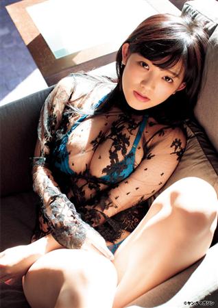 【グラビア】天木じゅん:バスト96センチの胸開きドレス、ビキニ、シャワーも 「ヤンマガ」で大胆に