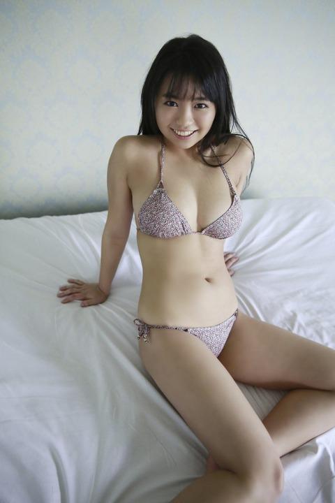 【アイドル】元Dream5大原優乃(18)、Fカップのダイナマイトボディがはじける ベッドの上でビキニ姿披露