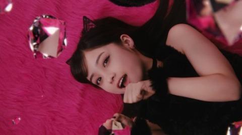 【芸能】<橋本環奈>黒猫姿が悶絶級!「可愛すぎる」 17歳とは思えぬ大人びた仕草にうっとり