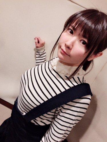 【画像】声優・竹達彩奈さん(29)、おっぱいで服ひもが弾かれてしまう・・・・・