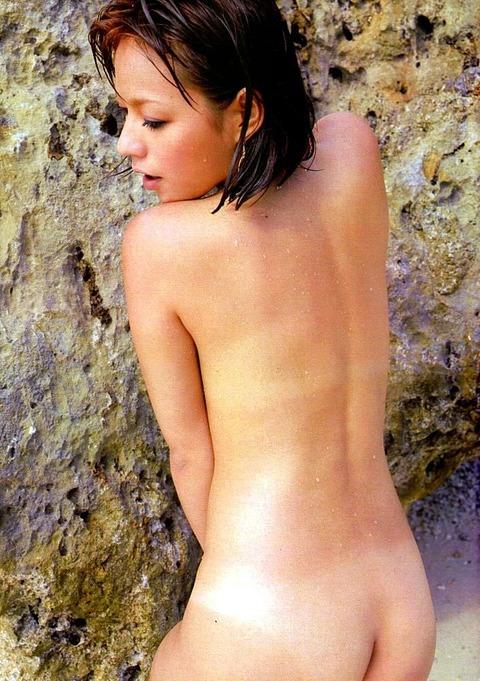 【悲報】MAXのLINAさん、尻の割れ目見せたり乳首見せたり、やりたい放題…